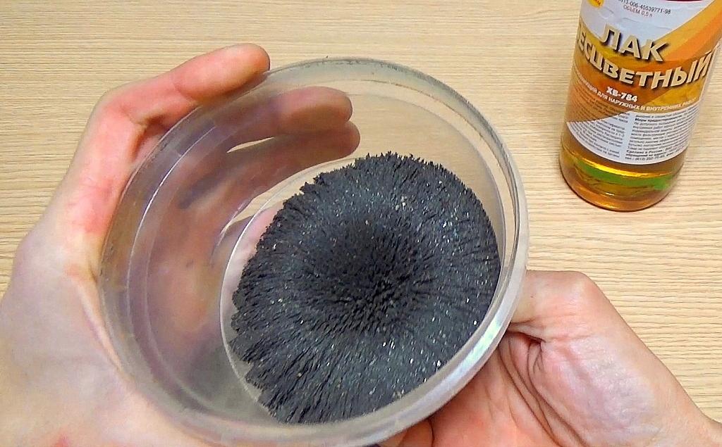 Железные опилки и неодимовый магнит