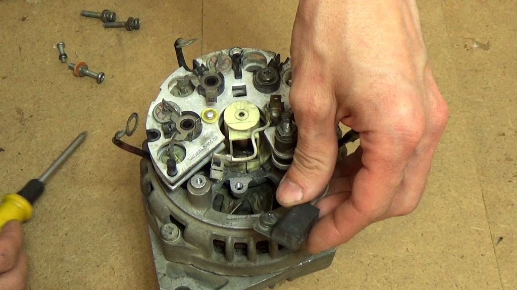 Открутите конденсатор от генератора