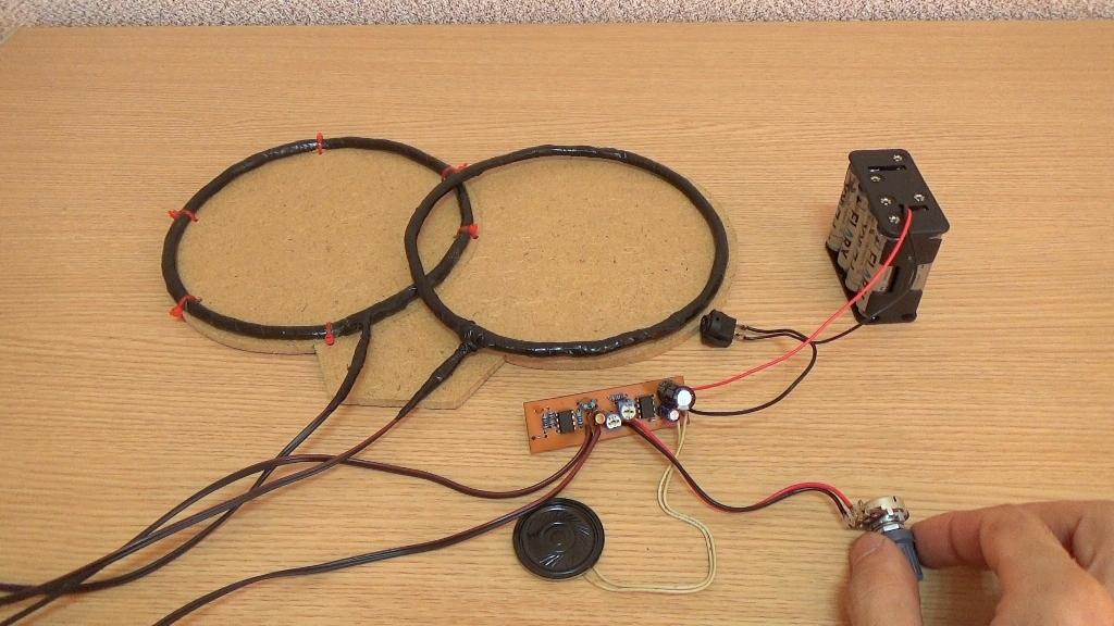 Резистором Р3 добейтесь устойчивого потрескивания и соответственно максимальной чувствительности прибора