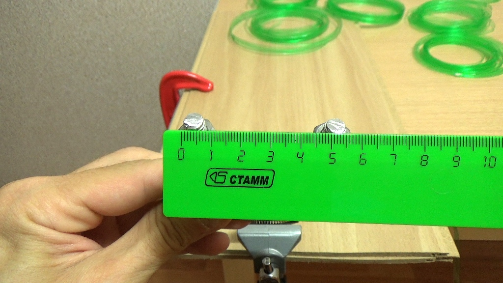 Расстояние между концами скобы пять с половиной сантиметров