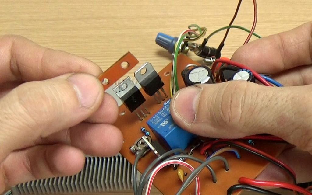 Пластинка из текстолита для изоляции транзисторов