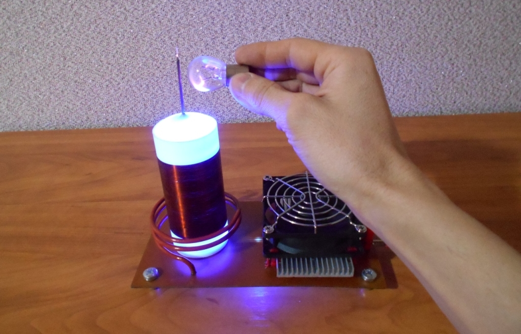 Катушка Тесла или качер Бровина. Плазма в автомобильной 12 вольтовой лампе.