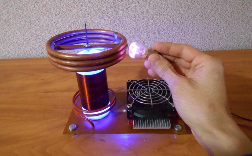 Катушка Тесла или качер Бровина. Мощная плазма в автомобильной 12 вольтовой лампочке.