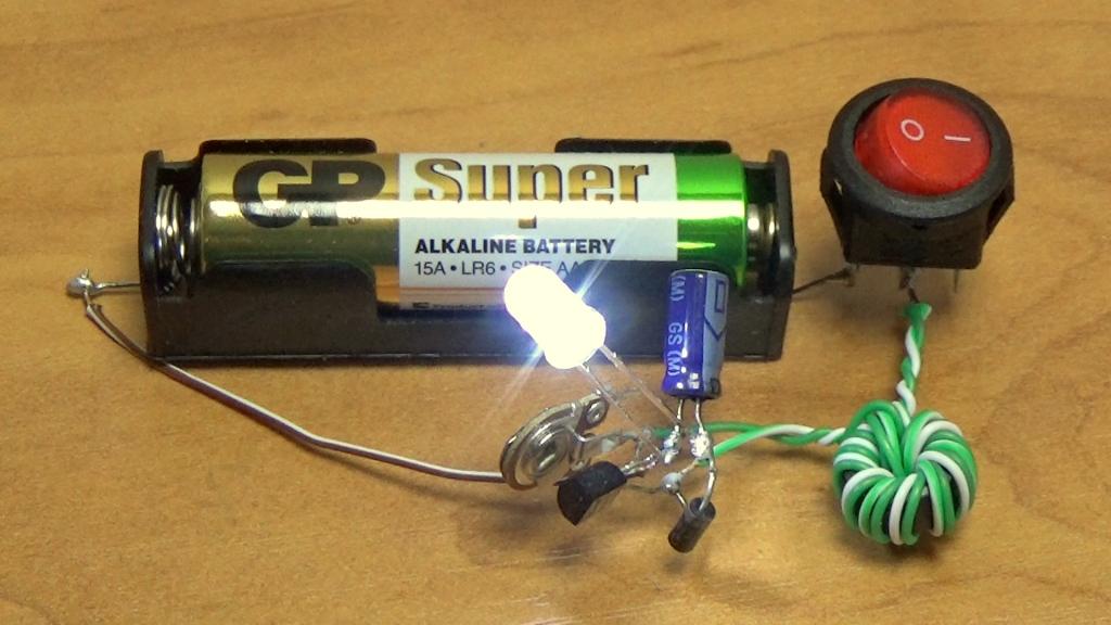 Питание светодиода от одной батарейки